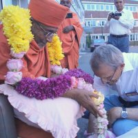 HH Hariprasad Swami Maharaj's arrival at Berlin, Germany